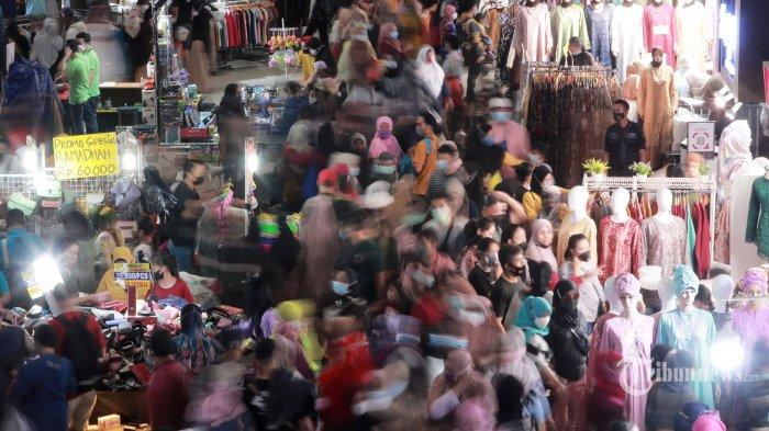 Upaya Kurangi Kepadatan Pengunjung, Kios-kios Pasar Tanah Abang Tutup Lebih Cepat