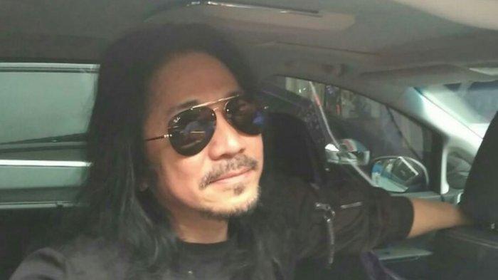Gitaris Slank Abdee Negara ditemui di markas Slank, Jalan Potlot, Duren Tiga, Jakarta Selatan, Jumat (1/3/2019).