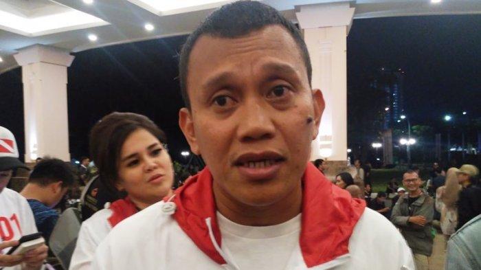Wakil Ketua Tim Kampanye Nasional (TKN), Abdul Kadir Karding berikan keterangan mengenai pemberian sorban hijau dan Tasbih dua ulama kepada Presiden Jokowi, di sebuah hotel, Jalan Jenderal Gatot Subroto, Jakarta Selatan, Sabtu (13/4/2019).