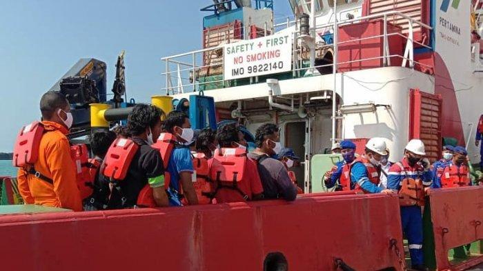 Kapal Penangkap Ikan KM. Bintang Jaya Mandiri Terbakar Di Laut Jawa, 16 ABK Berhasil Diselamatkan