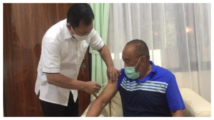 Aburizal Bakrie (Ical) telah disuntik vaksin Nusantara langsung oleh mantan Menteri Kesehatan, Terawan Agus Putranto pada Jumat (16/4/2021).