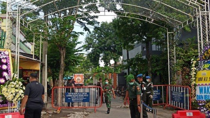 Acara layatan Presiden Jokowi dijaga ketat oleh petugas keamanan, Kamis (26/3/2020).