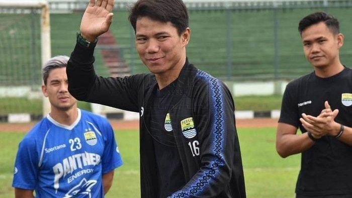 Achmad Jufriyanto alias Jupe resmi berpamitan dengan pemain dan ofisial Persib Bandung di Stadion Siliwangi, Bandung, Minggu (2/2/2020).