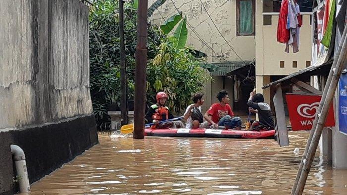 Lebih dari 1.000 Orang Mengungsi Akibat Banjir 3 Meter di Bidara Cina Jakarta Timur