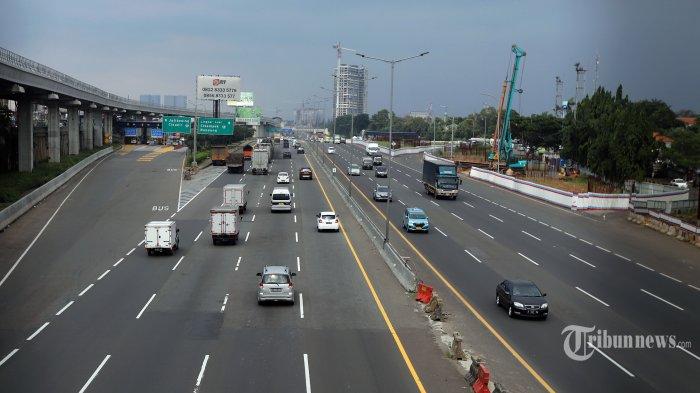 Pemerintah Serukan Larangan Mudik, Volume Kendaraan di Tol Cikampek Naik 27 Persen