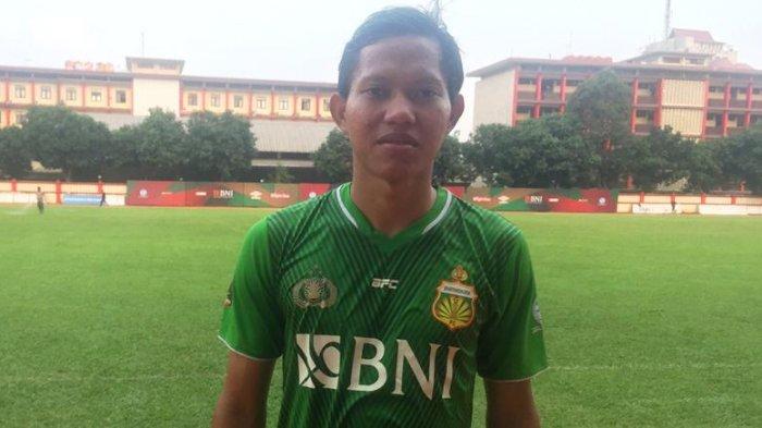 Pemain anyar Bhayangkara FC, Adam Alis saat melakukan latihan perdana di Stadion PTIK, Jakarta, Selasa (17/7/2018). Tribunnews/Abdul Majid