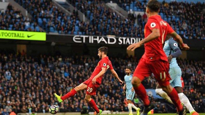 Peluang Adam Lallana di depan gawang Manchester City yang tidak dimanfaatkan dengan baik di 10 menit sisa laga, Minggu (19/3/2017).