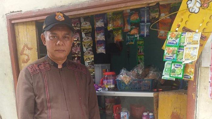 Ade Irawan, adalah salah seorang penerima program Bantuan Presiden (Banpres) Produktif atau Bantuan Langsung Tunai (BLT) UMKM sebesar Rp2,4 juta lewat Kementerian Koperasi dan UKM