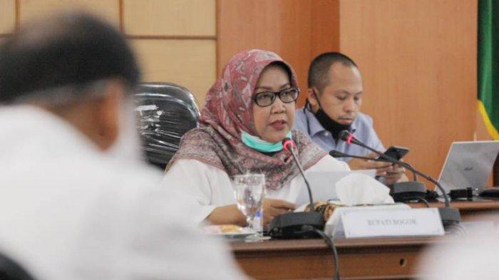 Bupati Kabupaten Bogor, Ade Yasin memimpin rakor bersama Camat dan SKPD di Ruang Rapat Bupati Cibinong, Rabu (27/5/2020).