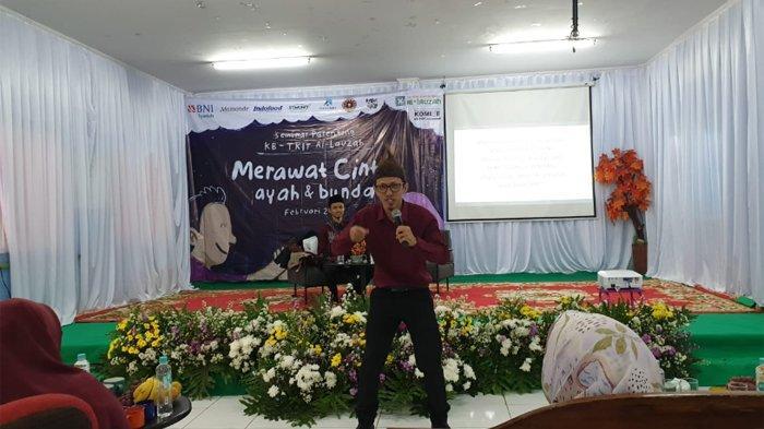 Adlil Umarat seorang Childhood Optimizer Trainer saat Seminar Parenting yang diselenggarakan KB/ TKIT Al Lauzah Ciputat Tangerang Selatan, Sabtu (8/2/2020). (TRIBUNNEWS.COM/SANUSI)
