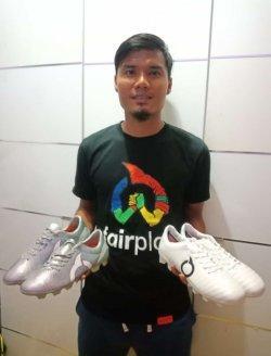 Aditya Putra Dewa dengan sepatu merk Ortuseight