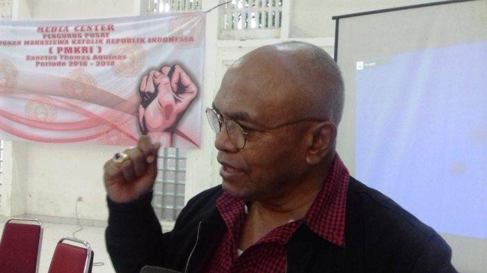 Advokat Petrus Selestinus usai menghadiri Konferensi pers terkait pemberian kuasa kepada 149 advokat yang akan menindaklanjuti kasus dugaan penistaan agama yang dilakukan oleh Ketua FPI Muhammad Rizieq Shihab, yang digelar PP PMKRI di Gedung Margasiswa, Menteng, Jakarta Pusat, Selasa (3/1/2017).