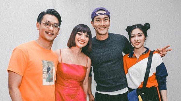 6 Seleb Indonesia yang Foto Bareng Siwon Super Junior di Closing Ceremony Asian Games 2018