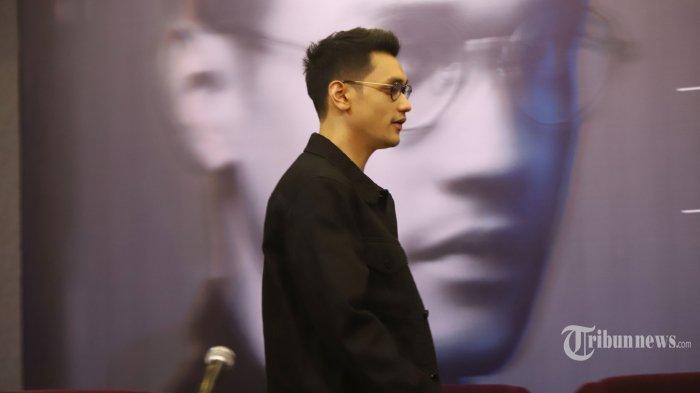 Penyanyi Afgansyah Reza berbicara pada jumpa pers jelang konser Dekade, di Jakarta, Rabu (19/6/2019). Menandai 10 tahun perjalanan karir, Afgan mempersiapkan konser Dekade pada 9 Agustus 2019 mendatang di Istora Senayan. TRIBUNNEWS/HERUDIN