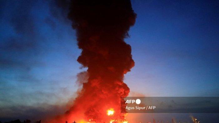 Hingga Senin Malam, Api di Kilang Balongan Pertamina Masih Menyala Disertai Bau Gas Menyengat