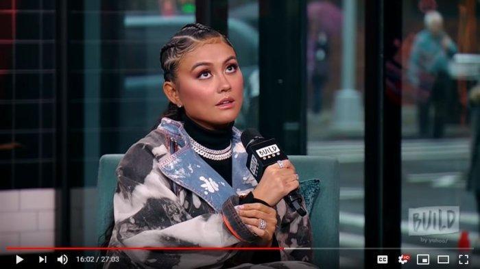 Agnes Monica dalam wawancaranya di kanal Youtube BUILD Series, Jumat (22/11/2019)