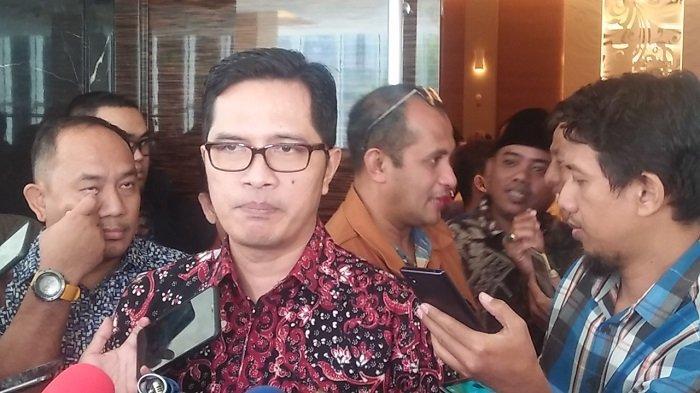 Ketua KPK Agus Rahardjo bersama Kepala Biro Humas KPK Febri Diansyah saat konferensi pers di Gedung KPK Merah Putih, Jakarta, pada Kamis (8/8/2019).