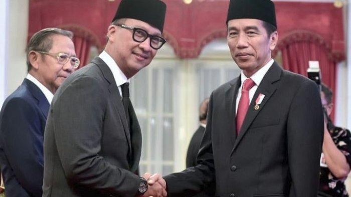presiden ri joko widodo melantik agus gumiwang kartasasmita sebagai menteri sosial.