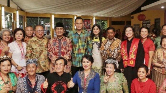 Kegembiraan Agus Harimurti Yudhoyono Hadiri Perayaan Imlek di TMII