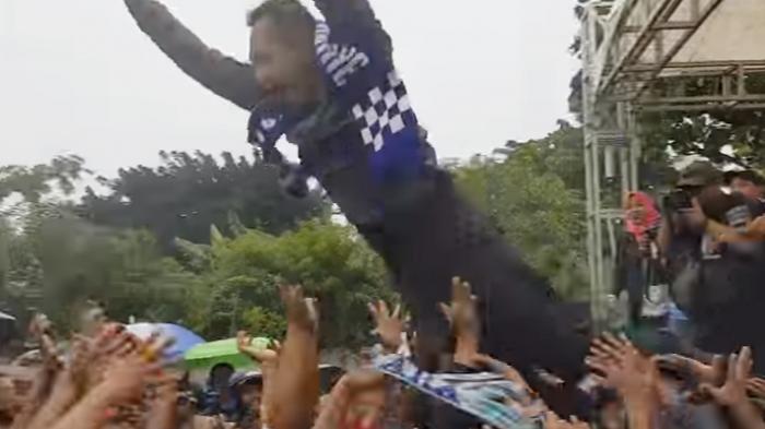 Ogah Tiru Agus, Djarot Lebih Senang Lompat ke Kolam Daripada ke Kerumunan Massa