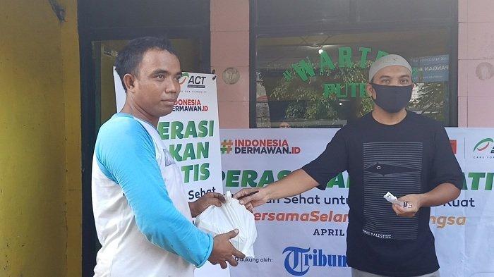 Operasi Makan Gratis Bersama ACT dan Tribunnews.com di Warteg Putri Disambut Positif Warga Tebet