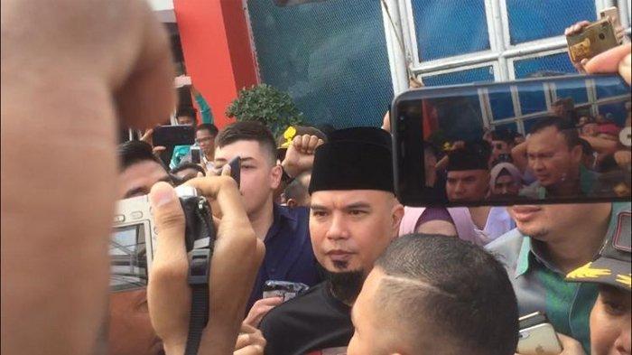 Ahmad Dhani saat bebas dari LP Cipinang, Jakarta Timur, Senin (30/12/2019).