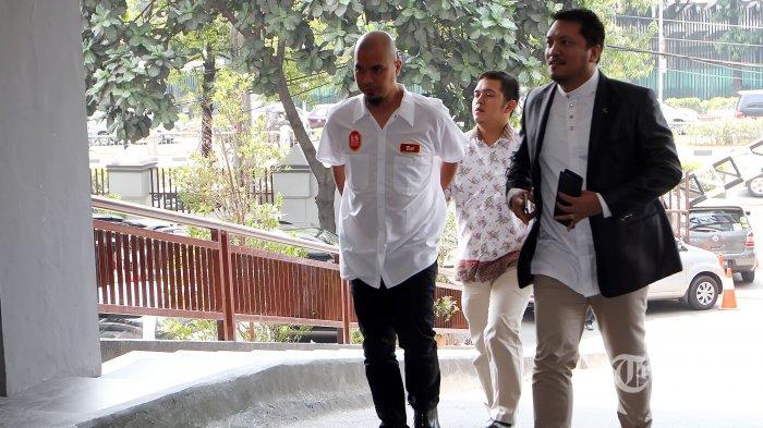 Farhat Abbas Ajak Ahmad Dhani Berpelukan