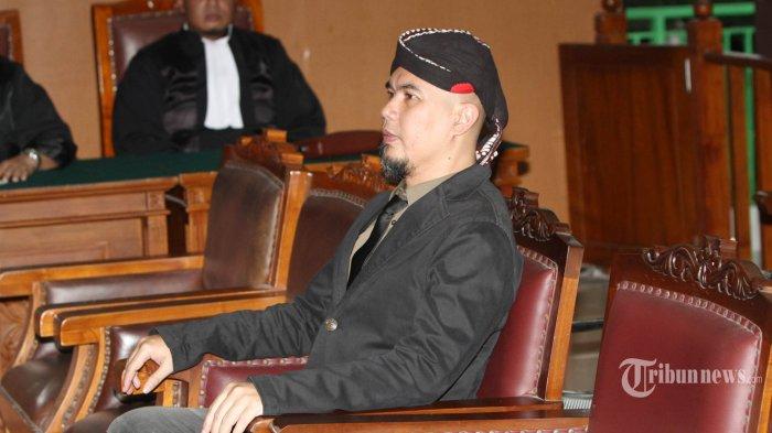 Saksi Ahli Nilai Tiga Cuitan Ahmad Dhani Berkaitan