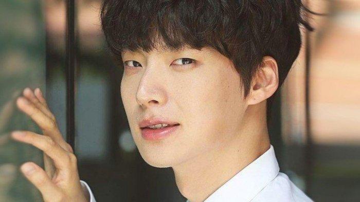 Ahn Jae Hyun Didesak Netizen untuk Mundur dari Drama Terbarunya, People with Flaws, Ini Respons MBC
