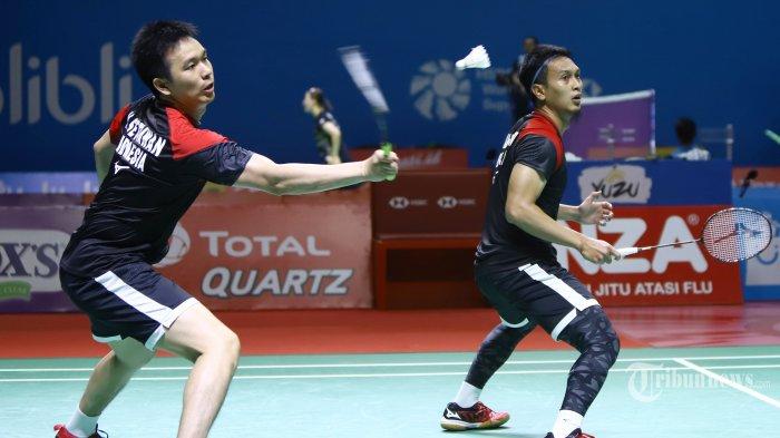 Pasangan Hendra Setiawan/Mohammad Ahsan saat bertanding pada babak perempat final Indonesia Open 2019, di Istora Senayan Jakarta, Jumat (19/7/2019). Hendra/Ahsan mulus maju ke semifinal setelah mengalahkan pasangan Jepang dengan skor 21-15, 9-21, dan 22-20. TRIBUNNEWS/HERUDIN