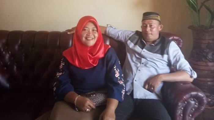 Foto pasangan suami istri Aiptu Pariadi dan istrinya, Fitri saat masih hidup (Facebook)