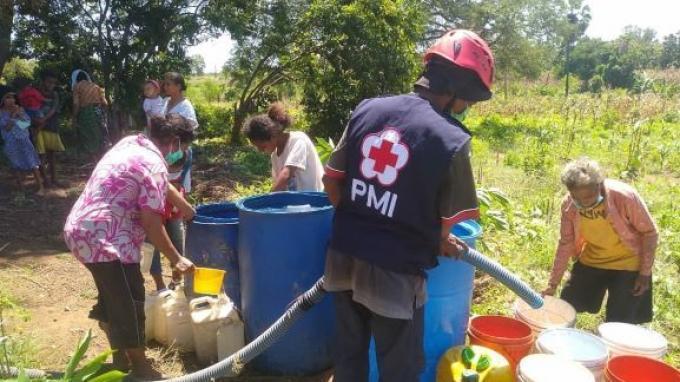 PMI Distribusikan 500 Ribu Liter Air Bersih bagi Warga NTT