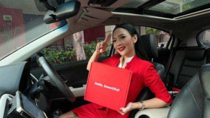Beli Kosmetik, Barangnya Dianter Awak Kabin AirAsia, Diskon Sampai 80 Persen