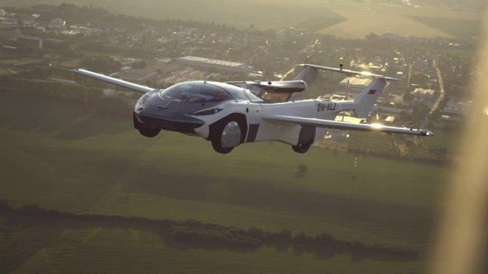Mobil Terbang Slovakia Berhasil Uji Coba 35 Menit di Udara