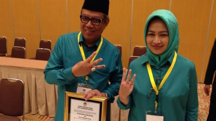 Pasangan Airin Rachmi Diany-Benyamin Davnie maju dalam pemilihan kepala daerah Tangerang Selatan 2015 dengan nomor urut tiga. Airin dan Benyamin diusung oleh koalisi Partai Golkar, PKS, PKB, Nasdem, PAN, dan PPP.