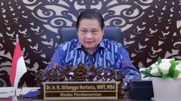 Ketua KPCPEN, Airlangga Hartarto, menyampaikan keterangan pers usai Rapat Terbatas mengenai Penanganan Pandemi COVID-19, secara virtual, Senin (21/06/2021).