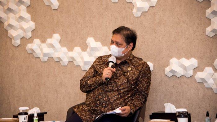 Airlangga Hartarto saat beraudiensi dengan para milenial pelaku industri kreatif, Selasa (9/3/2021) di kantornya.