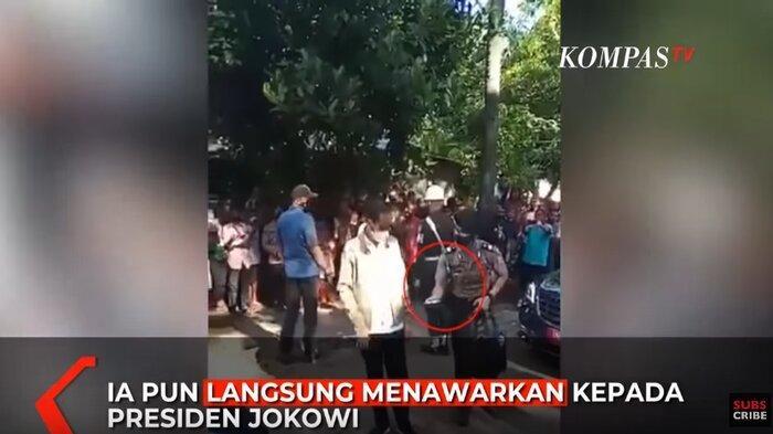 Momen Aksi Sigap Ajudan Presiden Lihat Jokowi Menangis di Adonara, Langsung Ambil Tisu di Dalam Tas