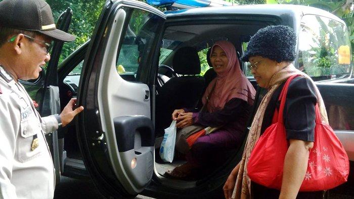 Kapolsek Sale Antar Dua Wanita yang Ditemukannya di Hutan Sampai ke Tuban