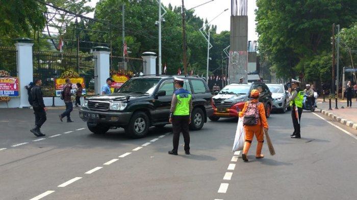 Penjagaan Ketat Gedung DPR/MPR Mulai Diberlakukan