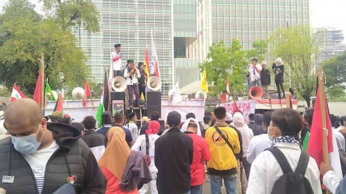 Kondisi aksi bela Palestina di Kedutaan Besar Amerika Serikat (Kedubes AS) di Jalan Merdeka Selatan, Jakarta Pusat, Jumat (21/5/2021).