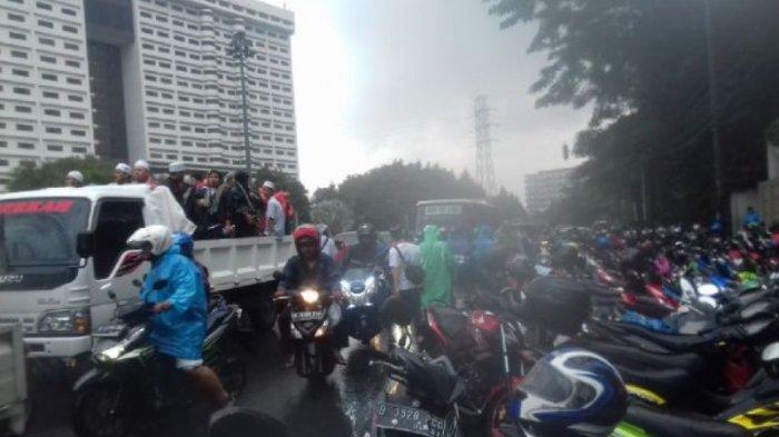 Massa Aksi 112 Jalan Kaki dari Senen ke Masjid Istiqlal