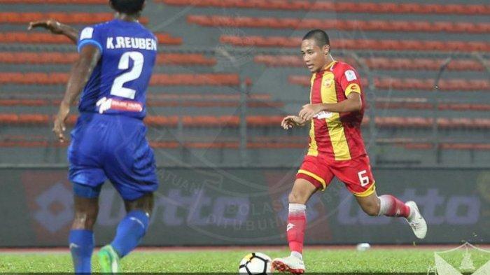 Aksi Evan Dimas bersama Selangor FA saat menjamu PKNS FC pada pekan ke-17 Liga Super Malayais 2018 di Stadion Cheras, Kuala Lumpur, 6 Juni 2018.