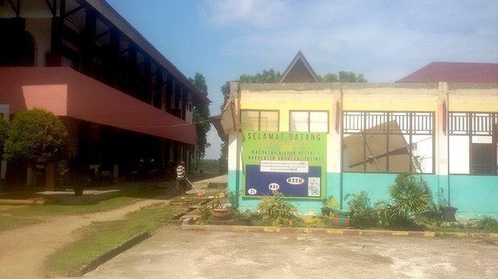 Aksi mogok belajar di Madrasah Aliyah Negeri (MAN) 1 Teluk Kuantan, Kuansing, Riau kembali berlanjut Senin (19/8/2019). Ini merupakan aksi lanjutan Jumat (16/8/2019) pekan lalu. Tribun Pekanbaru/Palti Siahaan