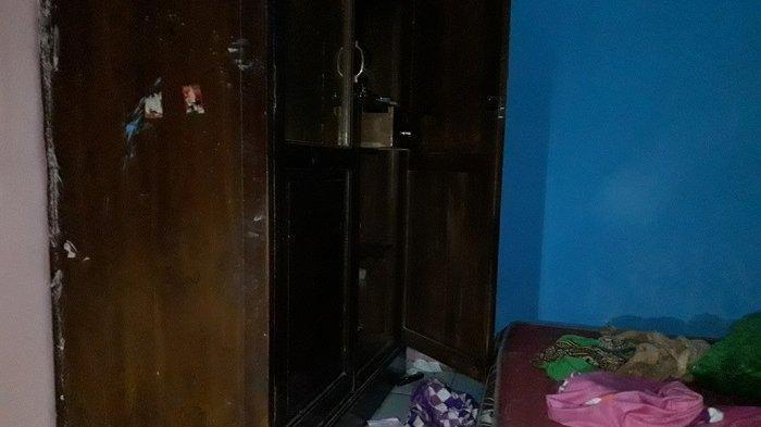 Kondisi lemari di kamar Haryanti yang dibobol komplotan garong, Ciracas, Jakarta Timur, Selasa (4/8/2020)