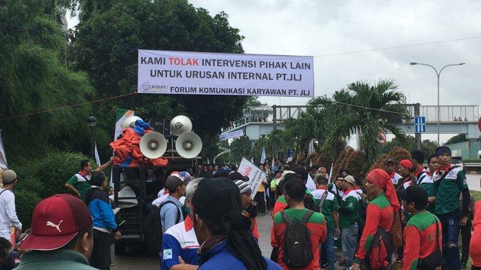 Buruh Gelar Unjuk Rasa di Gerbang Tol Jatiasih, Lalu Lintas Padat