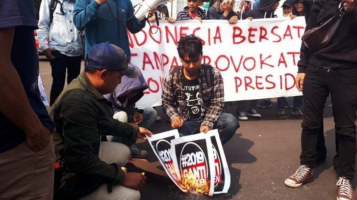Mahasiswa Gelar Aksi Tolak #2019GantiPresiden di Tangerang Selatan