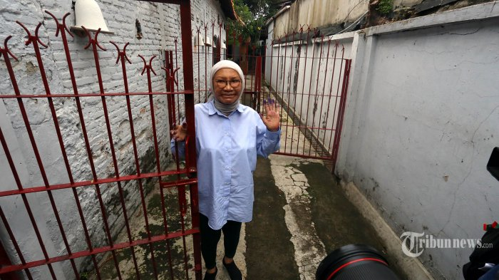 Aktivis Ratna Sarumpaet difoto usai memberi keterangan kepada wartawan di Kawasan Bukit Duri, Jakarta Selatan, Kamis (26/12/2019). Ratna bebas dari penjara Rutan Pondok Bambu, setelah mendapat surat keterangan pembebasan bersyarat (SKPB) dari Kemenkum HAM hari ini. Warta Kota/Angga Bhagya Nugraha