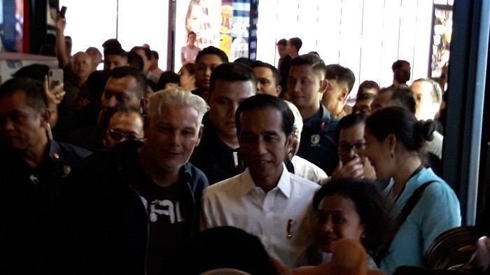 Ibu Muda Ini Merasa Seperti Kejatuhan Buah Bisa Bersalaman dan Mencium Tangan Presiden Jokowi