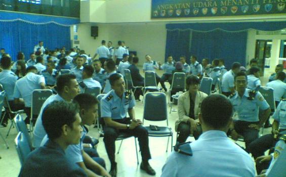 Jangan Anggap Remeh Bahasa Inggris, Perwira AU Juga Belajar